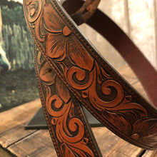 "Load image into Gallery viewer, 36"" Floral Tooled Belt"