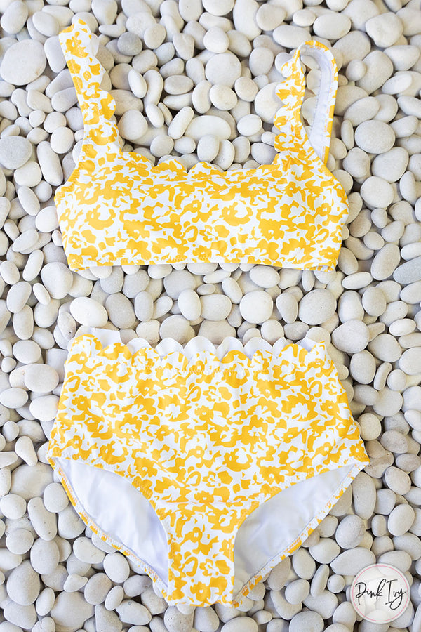 Yellow & White Scalloped Edge Two Piece Set -Adult