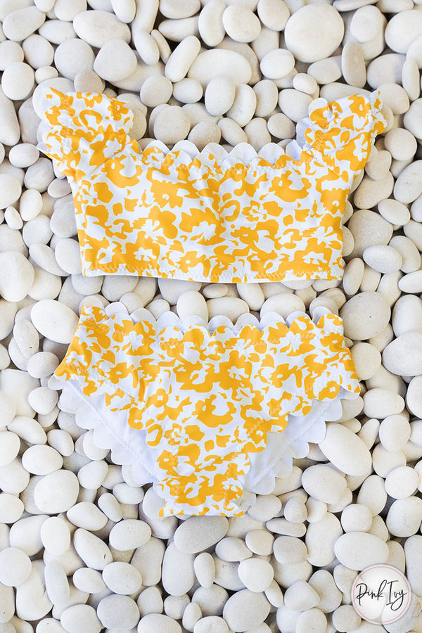 Yellow & White Scalloped Edge Two Piece Set - (Child)
