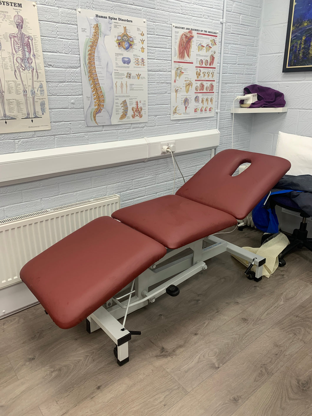 Reconditioned Three Section Hydraulic Medical / Physio / Treatment Couch with facehole