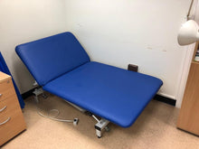 Load image into Gallery viewer, Reconditioned Bariatric Electric Couch