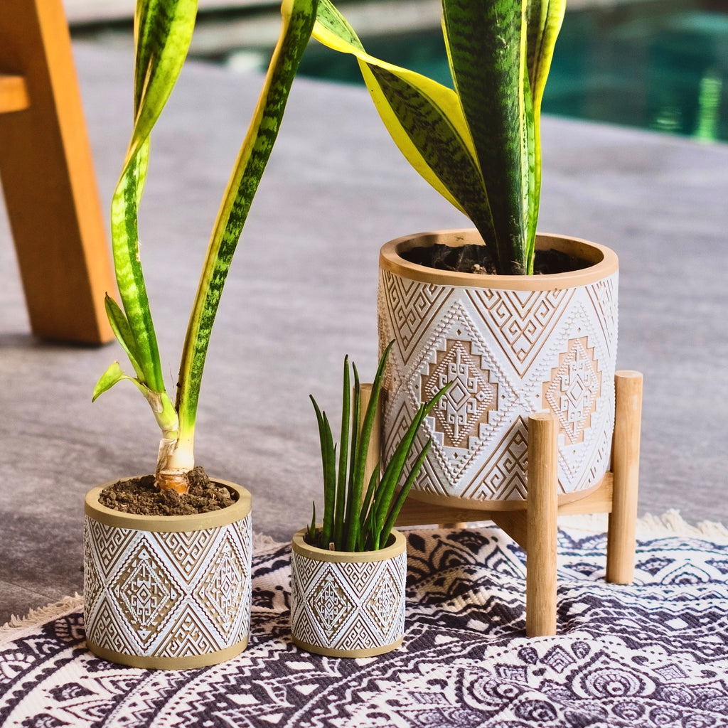 Aztec Planter Pot w/ Bamboo Stand