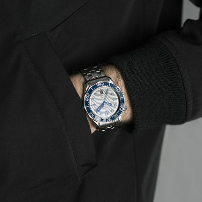 OMEGA Seamaster Diver 300M Co-Axial Master Chronometer 42mm Grey Dial On Bracelet alternate image.