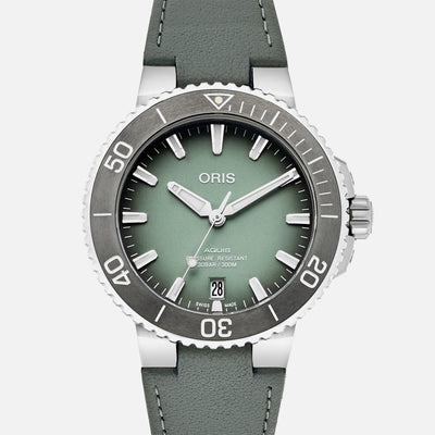 Oris Aquis Date 39.5mm Mint Green on Strap