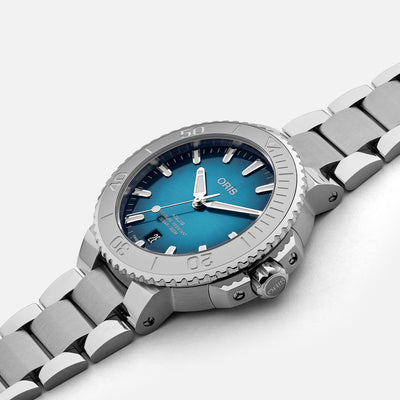 Oris Aquis Date 39.5mm Ocean Blue Dial On Bracelet alternate image.