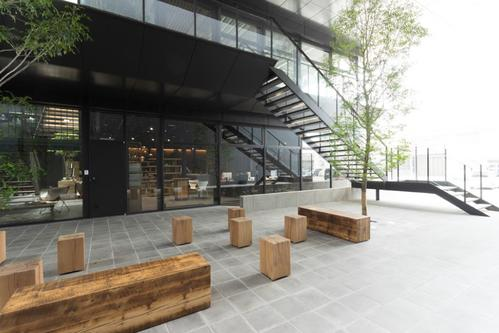 OUTDOOR SEATING AREA AT KINTO HEAD OFFICE  IMAGE 4