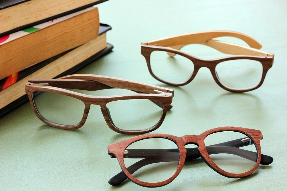 Wooden spectacle frames for the geeks, executives & minimalists