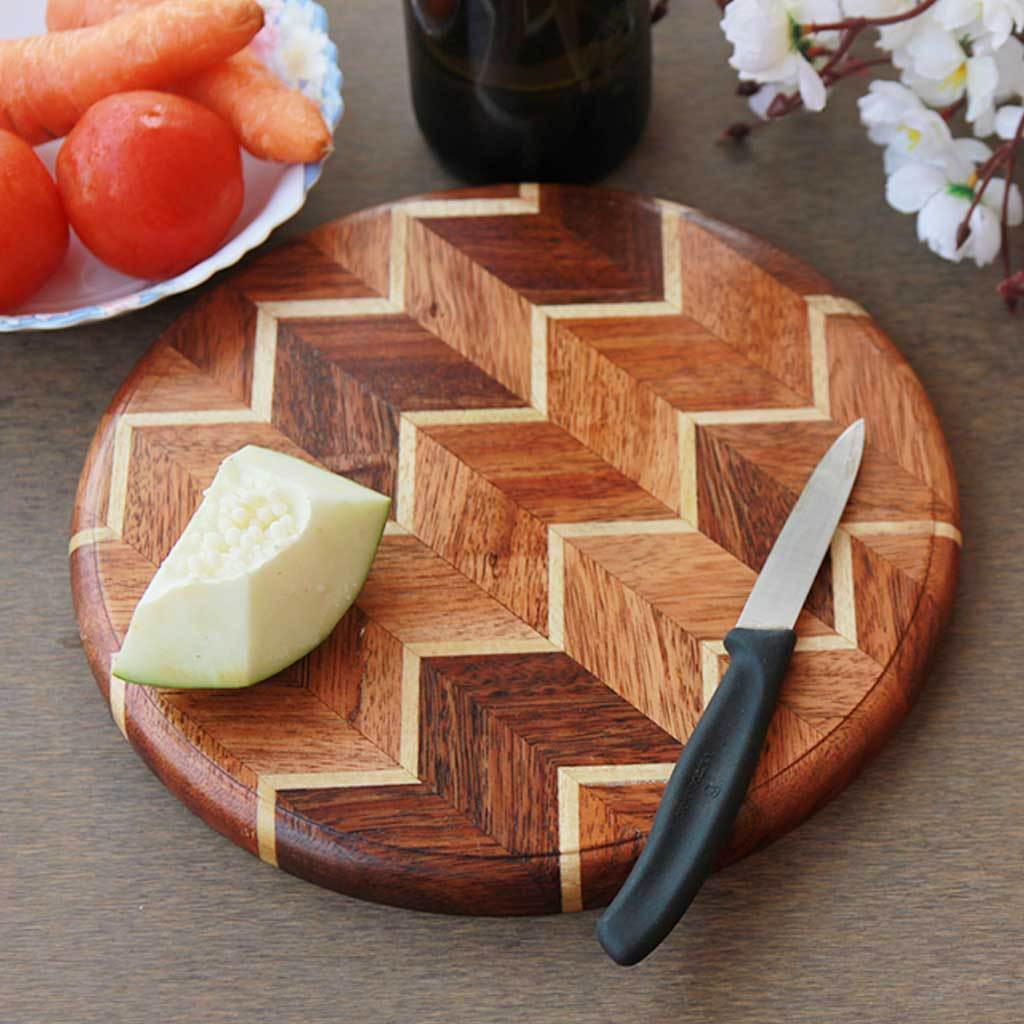 Chevron Pattern Round Chopping Board. These are Hardwood Cutting Boards. Wood Cutting Boards work great as Wooden Butcher Block and Kitchen Cutting Board for vegetables. This Wood Chopping Block is the Best Chopping Board.