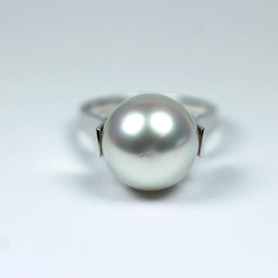 18ct White Gold White South Sea Pearl Dress Ring