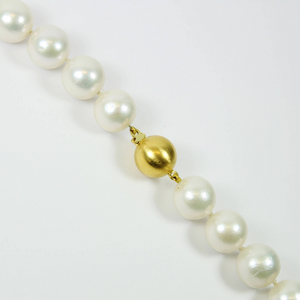 Stunning Modern Style Graduated White South Sea Pearl Necklace