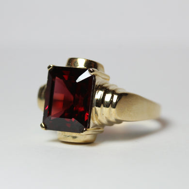 9ct Yellow Gold Garnet Geometric Dress Ring