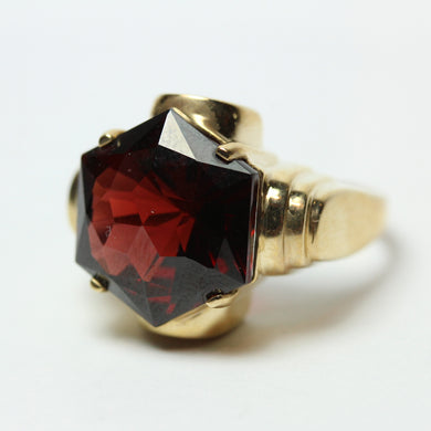 9ct Yellow Gold Hexagonal Cut Garnet Geometric Dress Ring