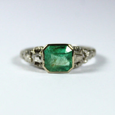 Vintage 18ct White Gold and Platinum Emerald Ring