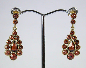 9ct Yellow Gold Garnet Stud Drop Earrings