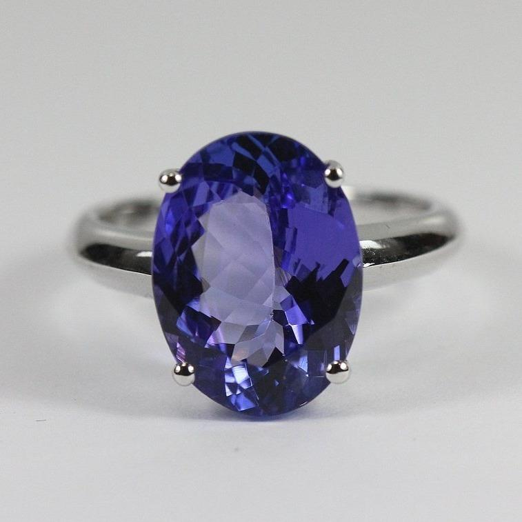 9ct white gold single claw set oval tanzanite ring