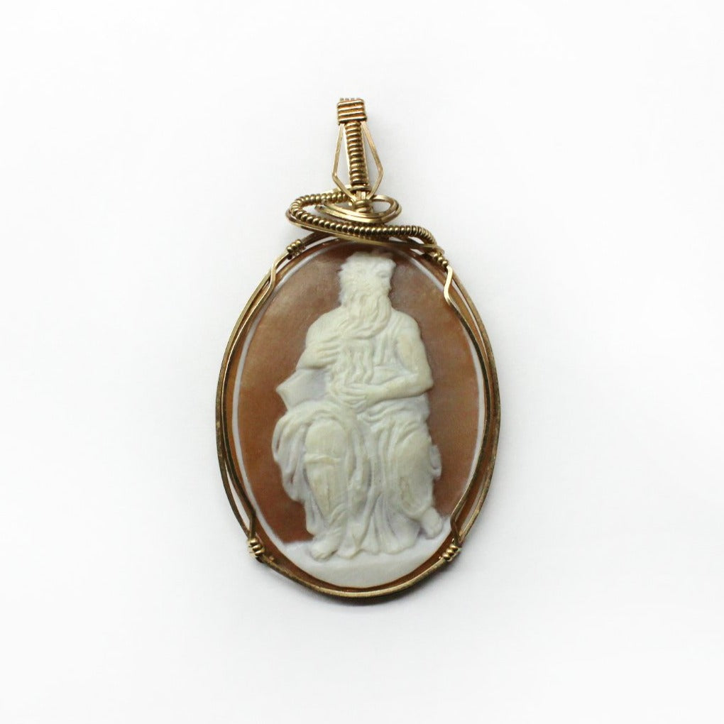 Vintage 9ct Yellow Gold Conch Shell Zeus Cameo Pendant