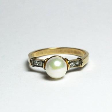 Vintage 9ct Yellow Gold Cultured Pearl and Diamond Ring
