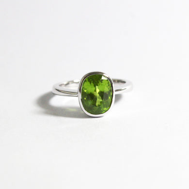 9ct White Gold 3.58ct Peridot Ring