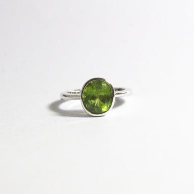 9ct White Gold 2.95ct Peridot Ring