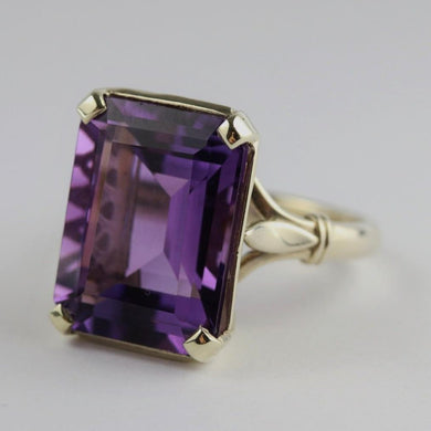 9ct White Gold Art Deco Styled Ring with Amethyst