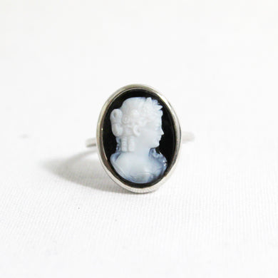 9ct White Gold Banded Agate Cameo Ring