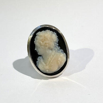 9ct White Gold Black Onyx Conch Shell Cameo Cocktail Ring
