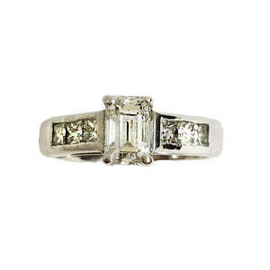 18ct White Gold 1.05ct Baguette Cut Diamond Dress Ring