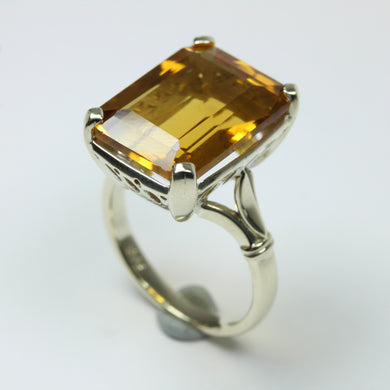 9ct White Gold Yellow Citrine Topaz Ring