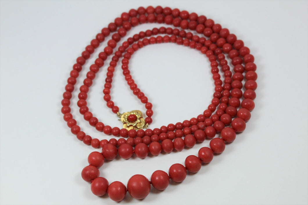 Momo coral necklace