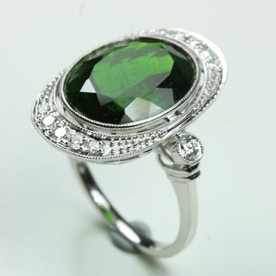 9ct White Gold 8.84ct Diopside Oval Cut Centering Diamonds Cocktail Ring