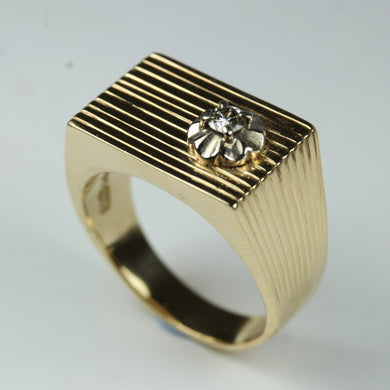 9ct Yellow Gold Modern Signet Diamond Ring