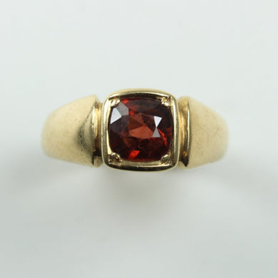 18ct Yellow Gold Garnet Ring