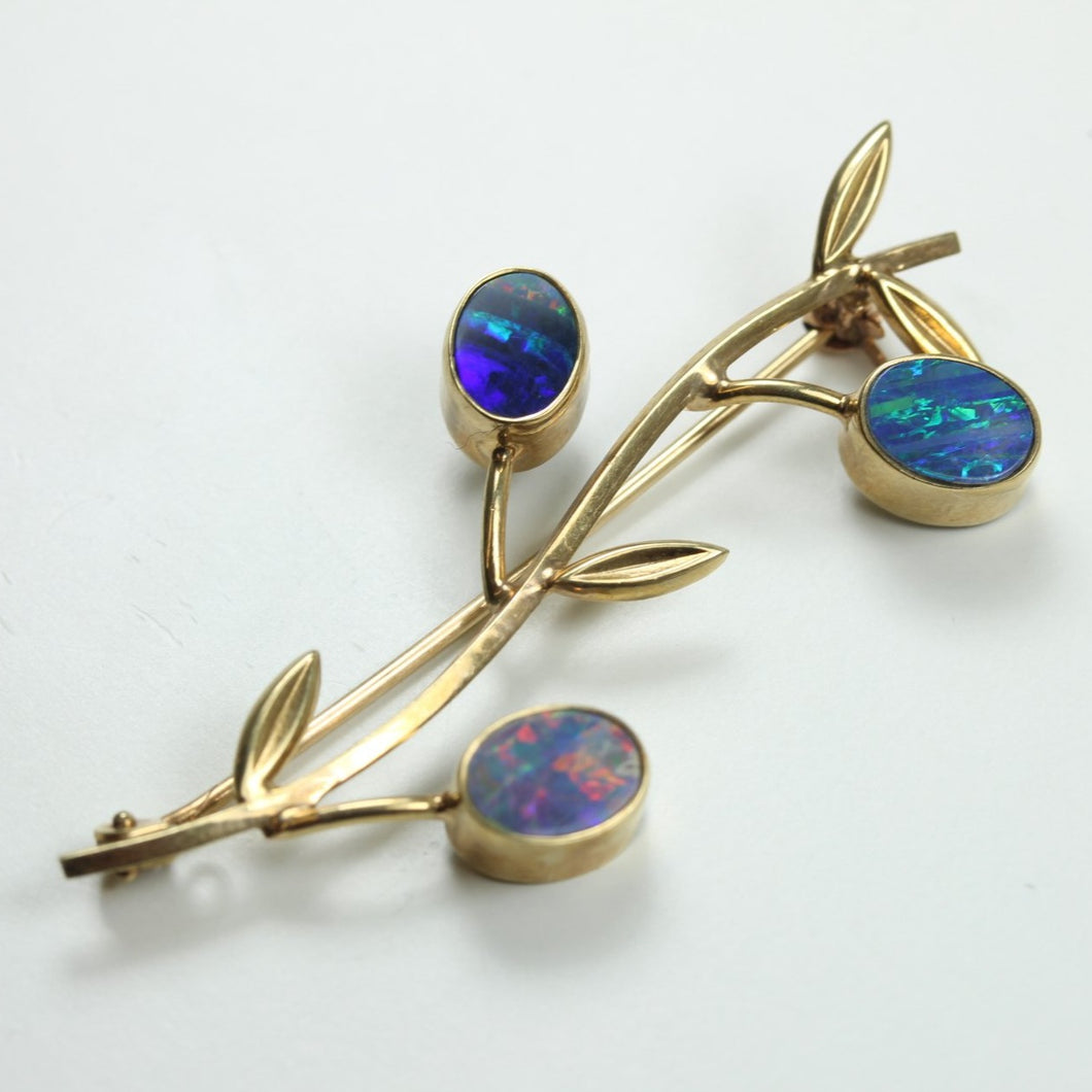 9ct Yellow Gold Opal Brooch