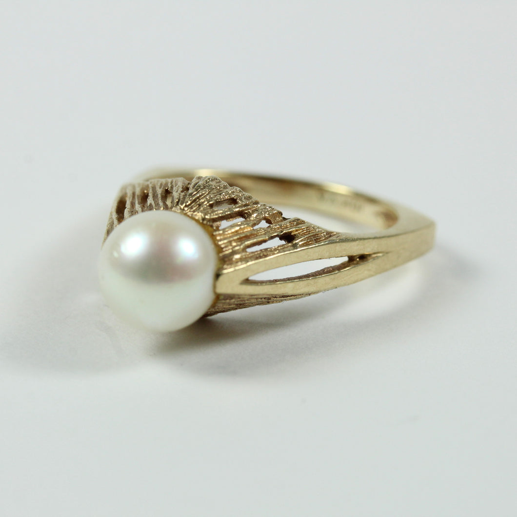 10ct Yellow Gold White Cultured Pearl Ring
