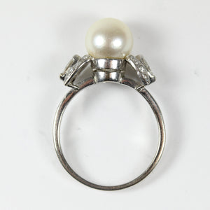 Elegant 14ct White Gold Diamond and Pearl Ring