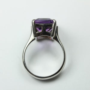 9ct White Gold Amethyst Ring