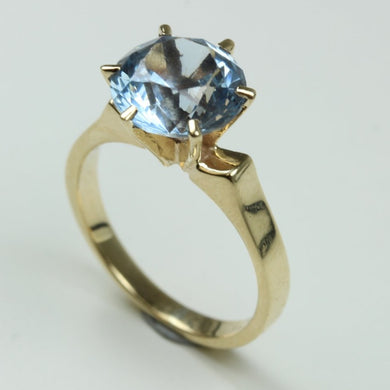 9ct Gold Round Cut Spinel Raised Claw Set Ring