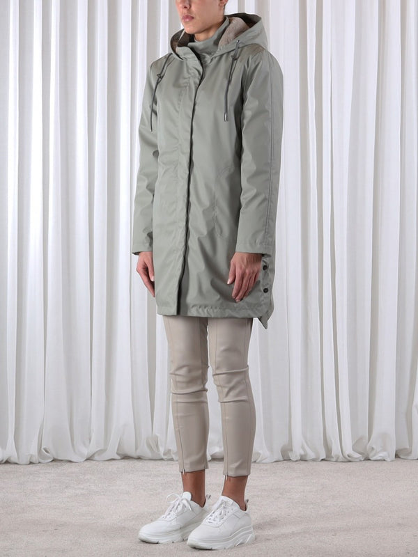 HOODED RAIN COAT IN FADED OLIVE