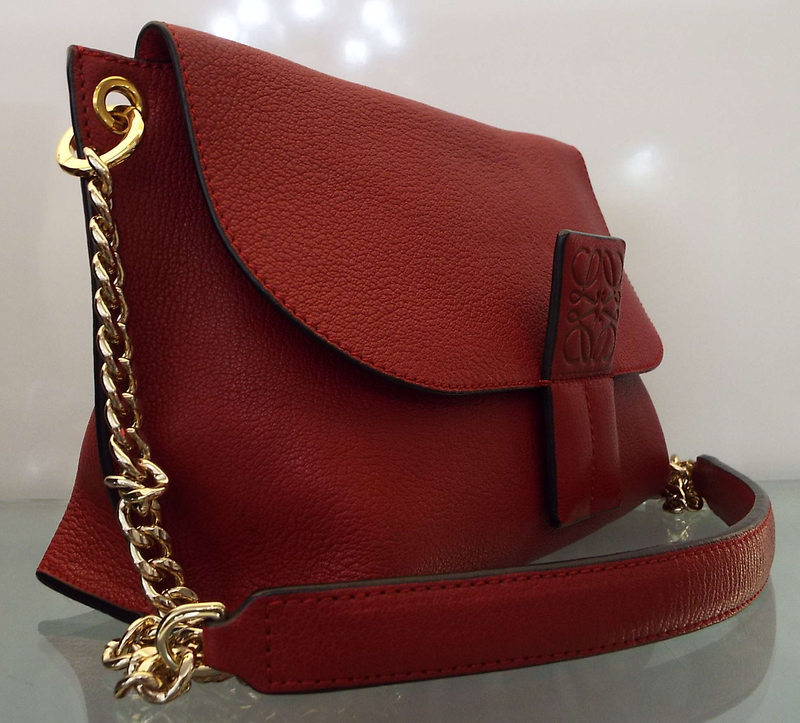 AVENUE SHOULDER BAG