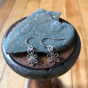 Earrings - Dangling Daisy