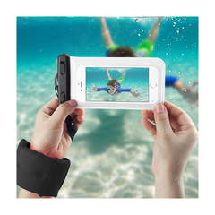 WATERPROOF CASE FOR 4.7 INCHES DEVICES WITH FLOATING ADJUSTABLE WRIST STRAP IN WHITE