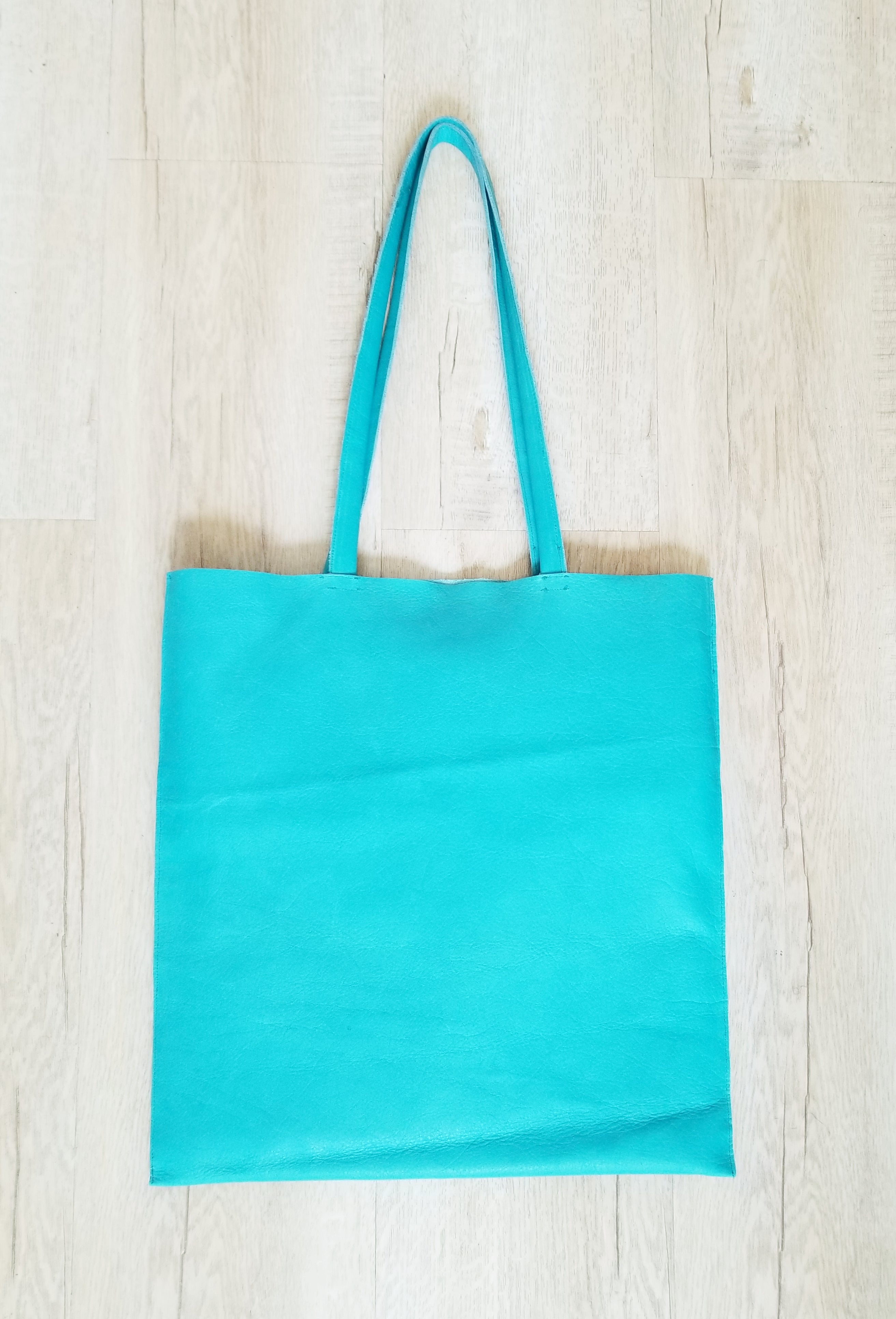 Blue leather tote bag with 2 inside pockets