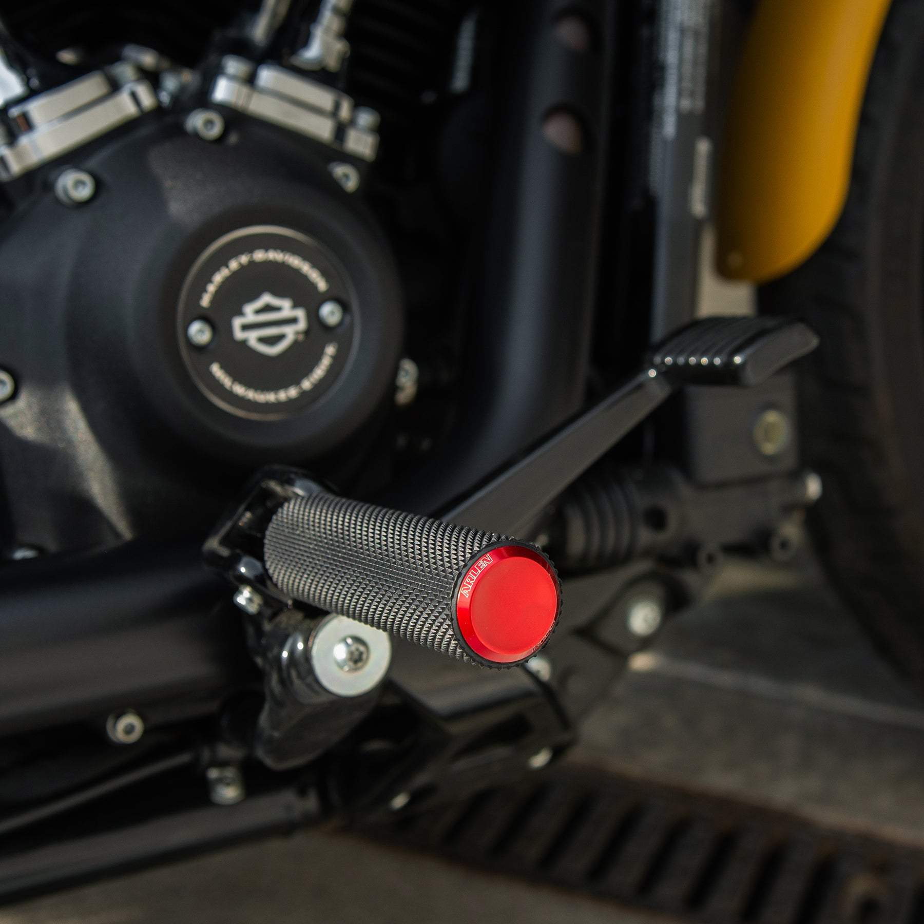 Knurled Footpegs, Red