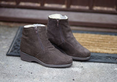 Sheepskin Women's Boots - The Latest Craze!