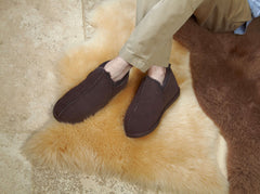 A Guide to Find the Best Sheepskin Slippers With Outdoor Soles