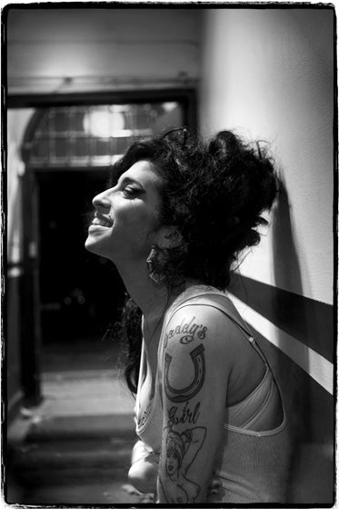Amy Winehouse - (AMYW001JF)