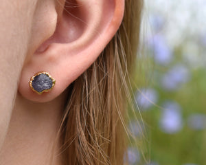 Tanzanite Earrings, Tanzanite Jewelry, Raw Tanzanite Jewelry, 14k Gold Studs, Rough Gold Earring, December Birthstone, Birthstone Earrings