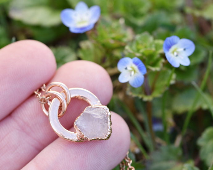 Circle Crystal Necklace, Circle Gemstone Necklace, Circle Necklace Gold, Rose Gold Crystal, Raw Crystal Necklace, Rose Quartz Pendant