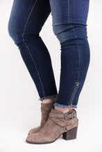 Load image into Gallery viewer, Uniquely You KanCan Jeans [Ankle Zipper]