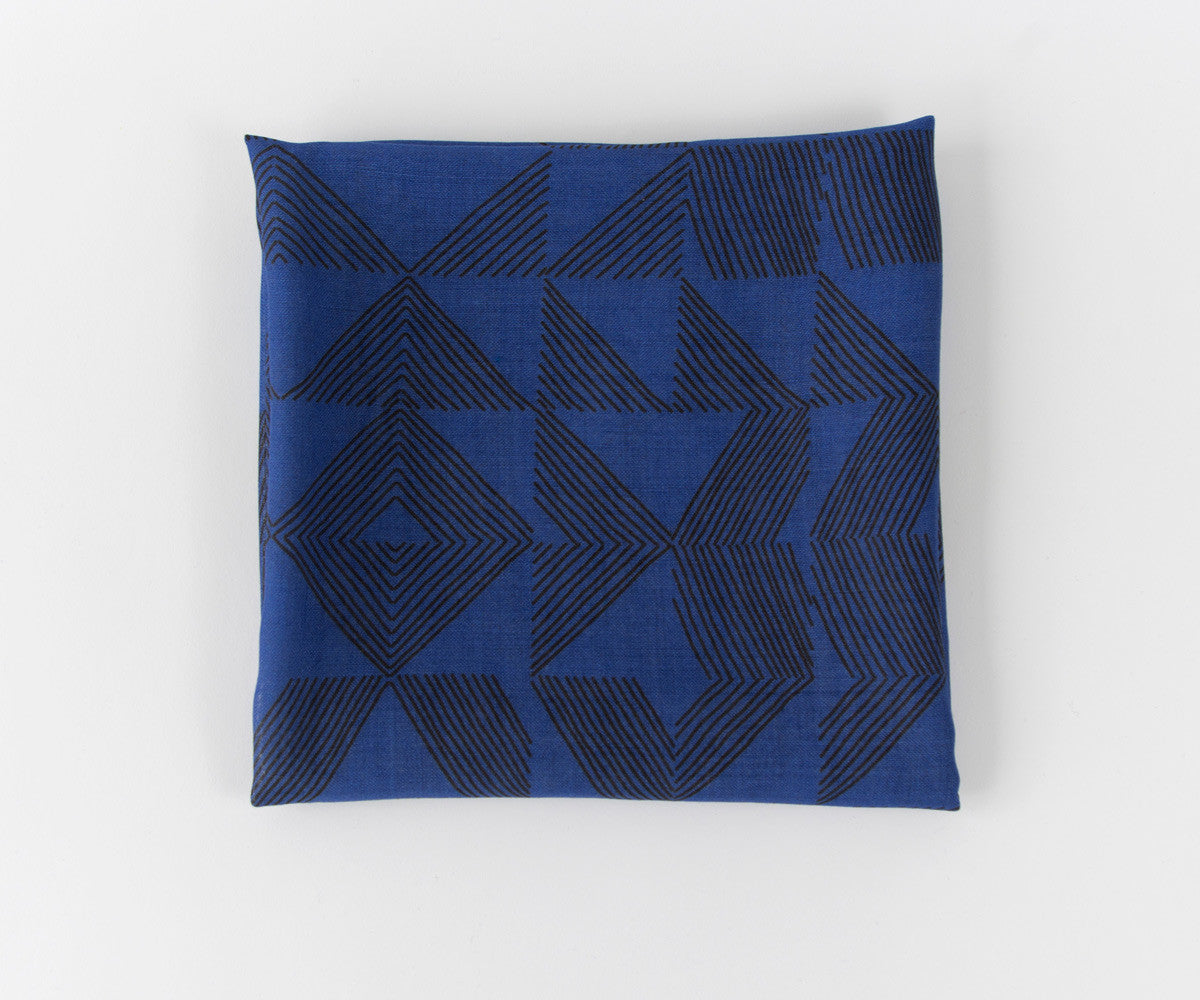 Cross Hatch Wool Gauze Scarf in Black and Navy Blue